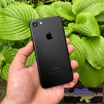 Apple iPhone 7 32GB Black и Silver